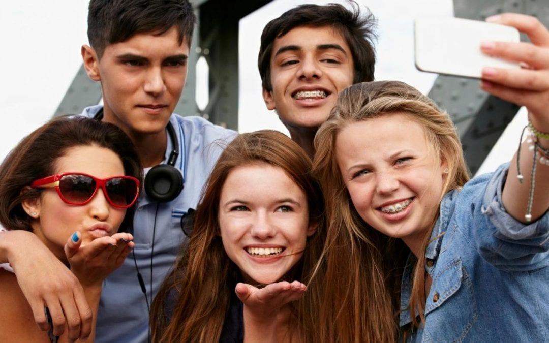 datând adolescenți)