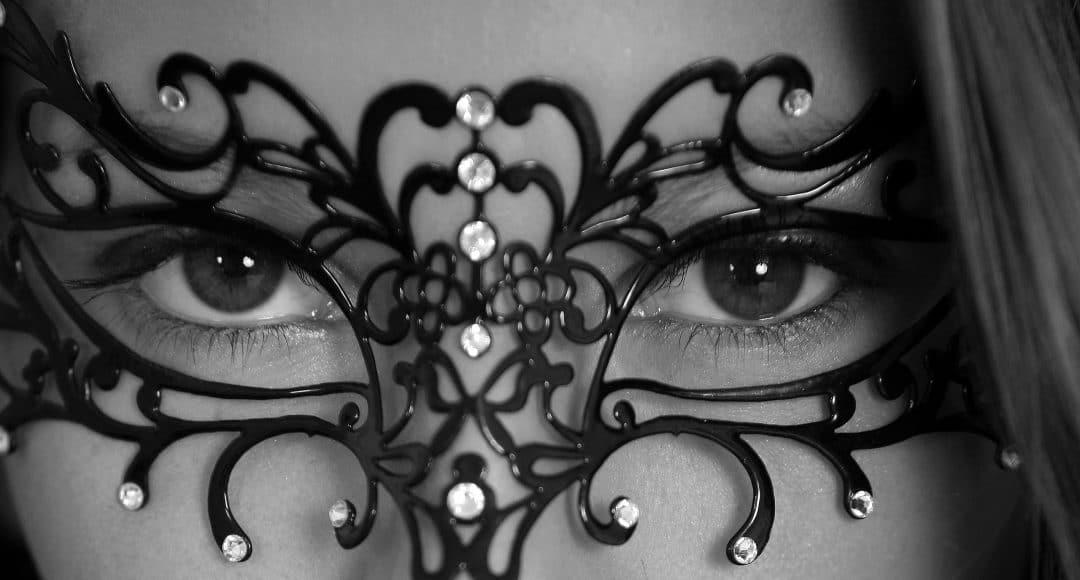 femeie cu mască