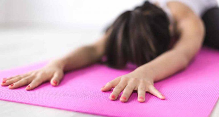 Yoga și reconectarea cu corpul nostru – o piesă în recuperarea după traumă