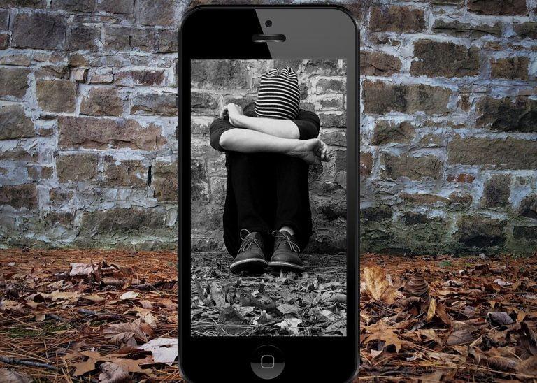 Cyberbullying-ul sau hărțuirea online: ce presupune și ce-i de făcut