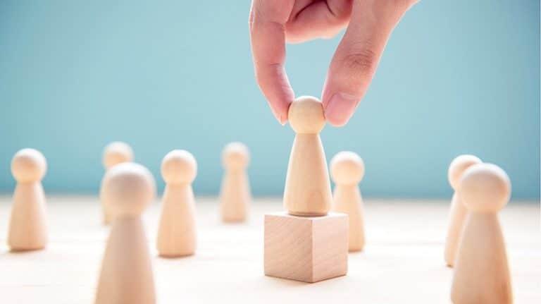 Puterea autorității: cum să folosești principiul autorității în persuasiune